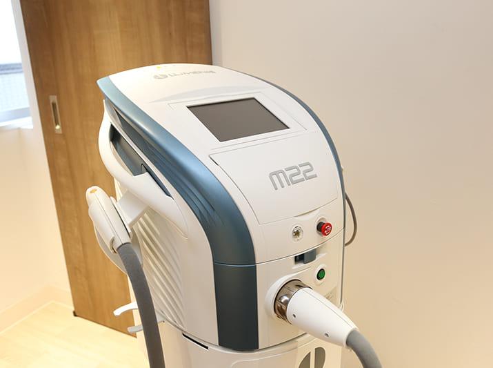 クリニックで使用する美容器具フォトフェイシャルM22の画像です。